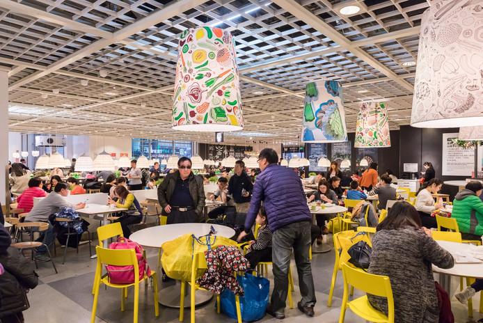 Gezellige drukte in het restaurant van Ikea.