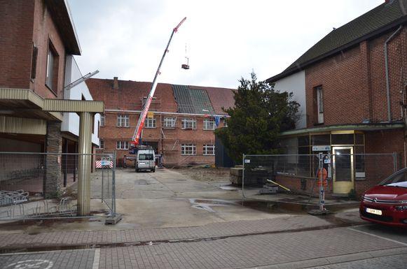 Op de campus Sint-Lodewijk zullen de 91 extra plaatsen gecreëerd worden op de voormalige site van garage De Smet in de Luikstraat.