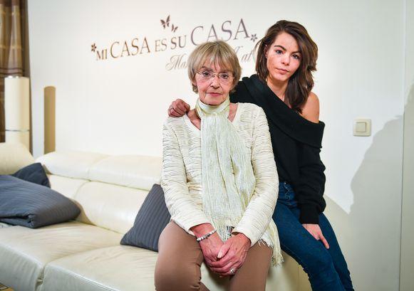 Sally's moeder Lydia (67) met haar kleindochter Naomi, die amper 3 jaar was toen haar mama vermoord werd. Intussen is Naomi 25 en lijkt ze als twee druppels water op haar moeder.