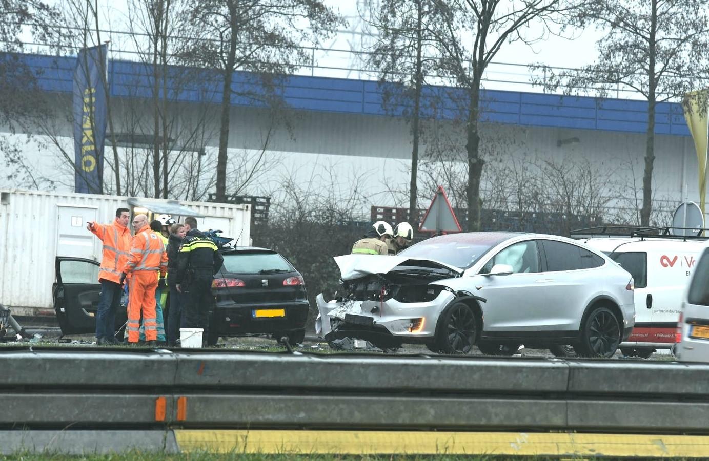 Beide auto's raakten zwaar beschadigd.