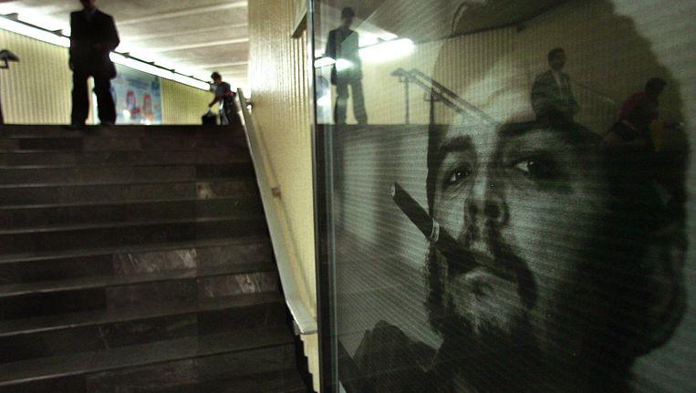 De iconische foto in een metrostation in Mexico Beeld ANP