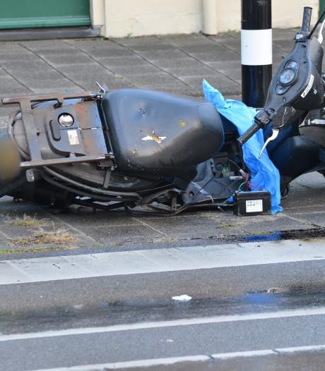 Pizzabezorger en auto botsen in Breda, bezorger lichtgewond