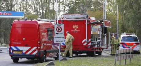 Vrachtwagen verliest chemische stof op N69 bij Bergeijk, weg pas rond middernacht vrijgegeven