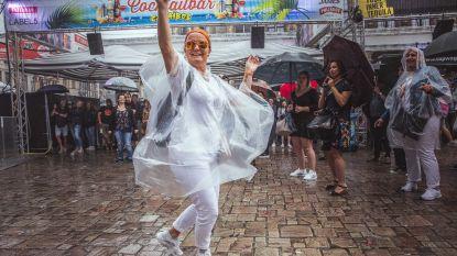 Een regendag op de Feesten in beeld