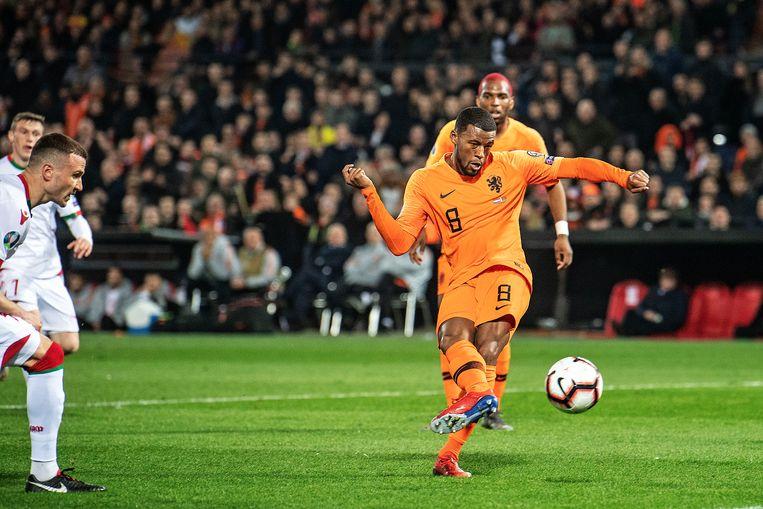 Georginio Wijnaldum schiet de 2-0 binnen. Beeld Guus Dubbelman / de Volkskrant