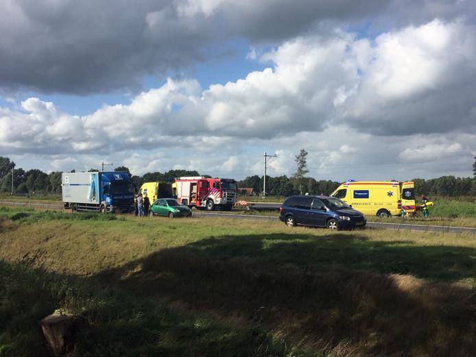 Bij een ernstig ongeval op de A35 bij Nijverdal zijn zeker drie mensen gewond geraakt.