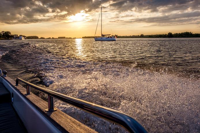 Lekker scheuren van de prachtige Biesbosch naar de haven in Raamsdonksveer. Foto Will Herlaar uit Oosterhout.