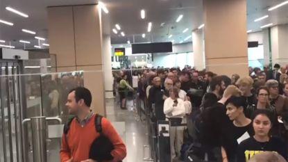 Lange wachtrijen op Brussels Airport door politieacties