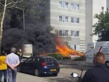Grote rookwolk boven Eindhoven door brandende bankjes, toevallige passant voorkomt veel grotere brand