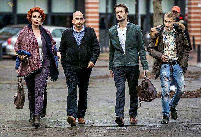Advocaat Sebas Diekstra arriveert samen met de familie van Roos Verschuur bij de rechtbank voor een regiezitting in de rechtszaak omtrent de 'tramschutter' Gökmen T. Beeld ANP