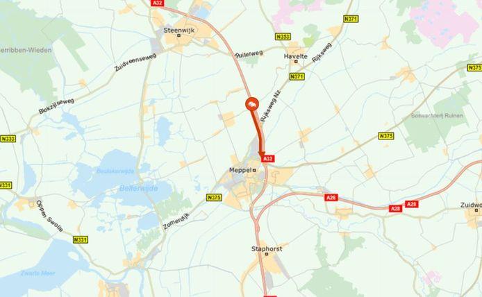 De A32 bij Meppel is dicht vanwege een afgevallen lading grind.