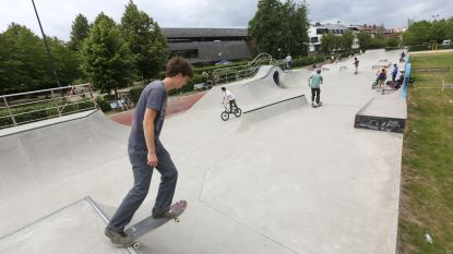 Skaters leven zich meteen uit na heropening van skatepark De Bres