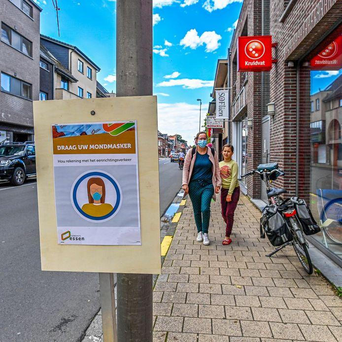 In Essen wordt het publiek opgedragen om een mondmasker te dragen. De Belgische regering presenteerde maandag een pakket aan maatregelen om het oplaaiende corona-virus in te dammen.