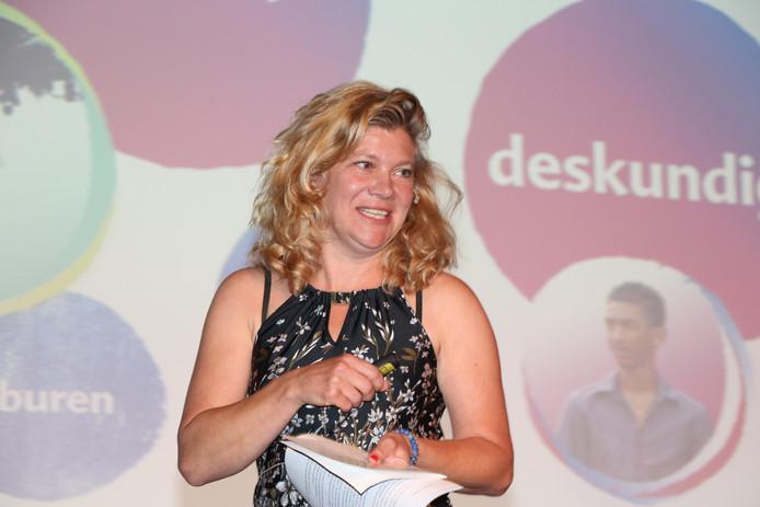 Karen Griep tijdens haar presentatie bij de verkiezing Manager van het Jaar 2018.