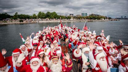 IN BEELD: 150 kerstmannen houden wereldcongres in bloedheet Kopenhagen