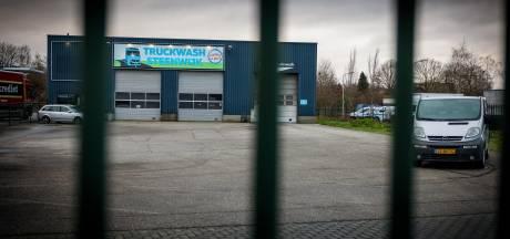 Gestolen en omgekatte auto's gevonden bij bedrijf in Steenwijk, herkomst wordt onderzocht