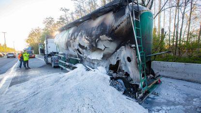Tankwagen scheurt open: E40 twintig minuten afgesloten