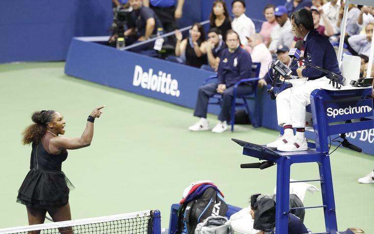 Serena Williams is woedend op de beslissing van scheidsrechter Carlos Ramos. Beeld EPA