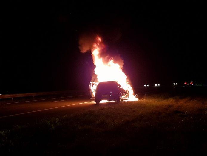 De autobrand op de snelweg A18 bij Gaanderen.