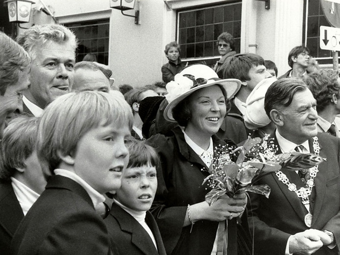 Koninginnedag 1981 in Breda met rechts burgemeester Merx Foto Johan van Gurp