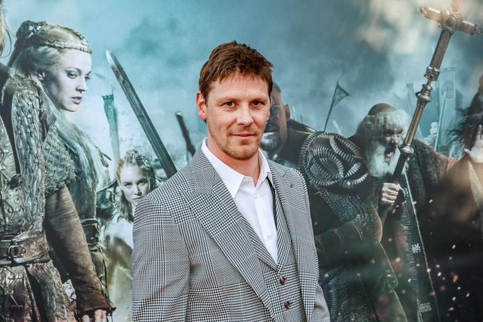Gijs Naber op de rode loper voor de premiere van de Nederlandse film Redbad van regisseur Roel Reine.