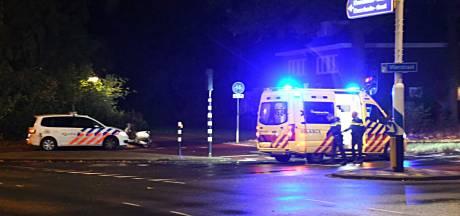 Vrouw afgevoerd naar ziekenhuis na val van scooter aan Vlierstraat in Enschede