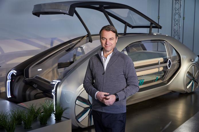 Laurens van den Acker en de conceptauto EZ-Go
