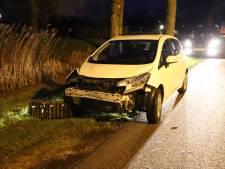 Twee voertuigen zwaar beschadigd na botsing in Lienden