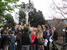 Velddrielse kinderen herdenken kruisiging Jezus