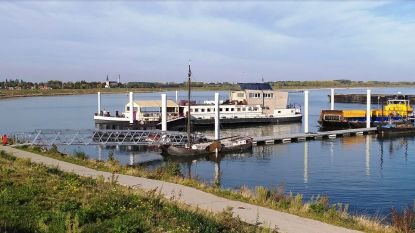 Succesvolle verhuis van hotelboot