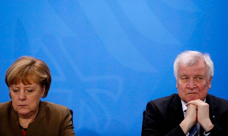 Archiefbeeld: Duits bondskanselier Angela Merkel (l.) & Minister van Binnenlandse Zaken Horst Seehofer (r.)