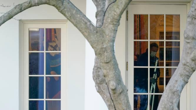 Stafleden in Witte Huis verwijderen meteen foto's van Trump