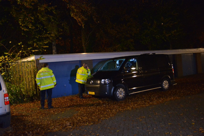 Het onderzoek naar de vermiste Marc de Bonte is in volle gang. De auto op de foto is een politie-auto.