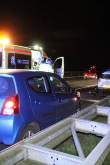A32 bij Steenwijk uren afgesloten na ongeluk met 6 auto's