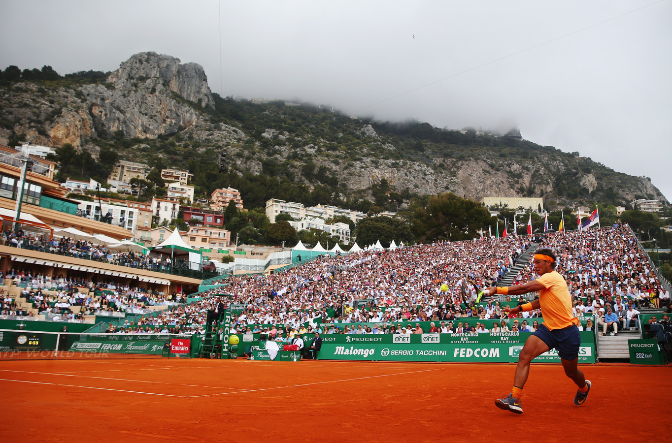 De Monte Carlo Country Club in Monaco is in deze week in april het toneel van de Monte Carlo Masters. Rechts Rafael Nadal in 2018.