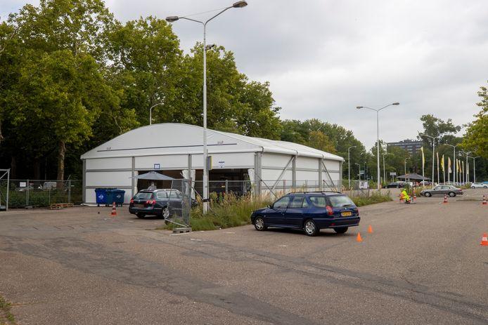 De drukte bij de teststraat aan de Antoon Coolenlaan in Eindhoven valt mee omdat er strak gepland wordt.