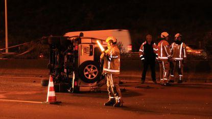 Range Rover over de kop op E17: bestuurder gewond