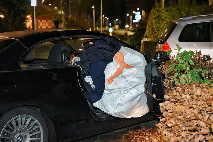 In de auto werd een zak met gestolen kleding aangetroffen.
