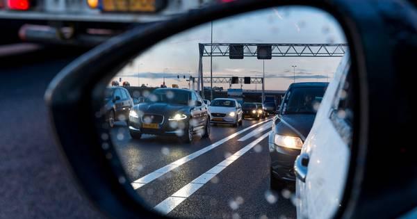 Forse file op A1 naar Deventer door ongeluk bij Bathmen.