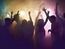 Les organisateurs d'une rave-party font croire qu'ils viennent tourner un documentaire animalier