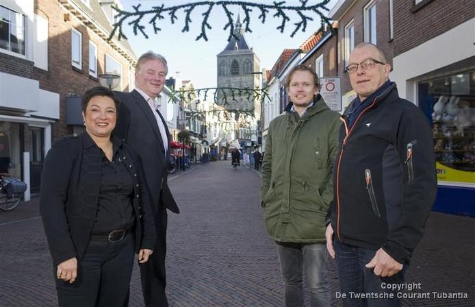 De ondernemers aan de Deurningerstraat hadden, met de Wet openbaarheid bestuur, in de hand, gevraagd om meer informatie over het opknappen van de Vijfhoek. Unibail-Rodamco maakte bezwaar tegen het besluit van de gemeente om die documenten te verstrekken.