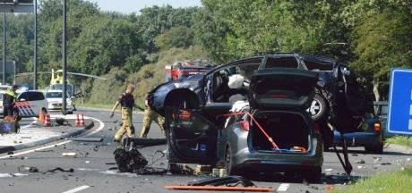 Auto komt op ander voertuig terecht bij ernstig ongeval op N440, weg is afgesloten