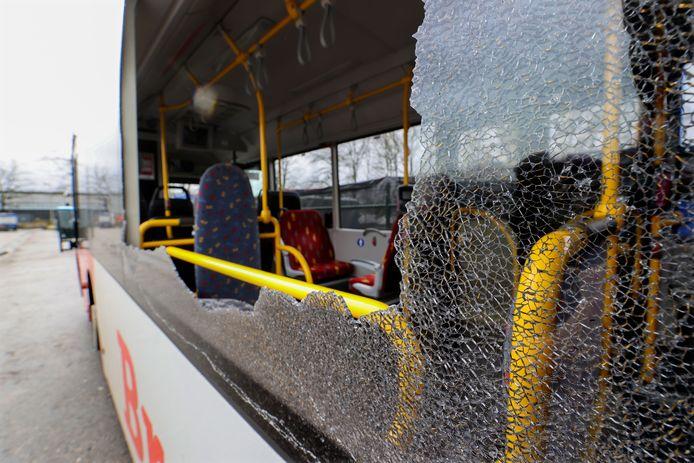 Eén van de beschoten stadsbussen.