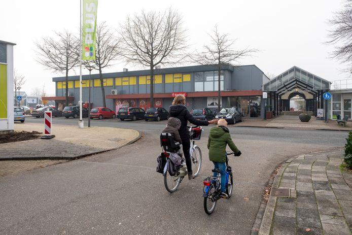 Eén van de heikele punten: de gevel links gaat volgens het plan zes meter naar voren, waardoor de Clematisstraat nog smaller wordt.