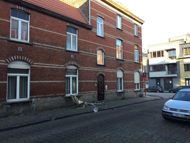 De 26-jarige vrouw kwam om het leven in een rijhuis in de Jacob van Maerlantstraat.