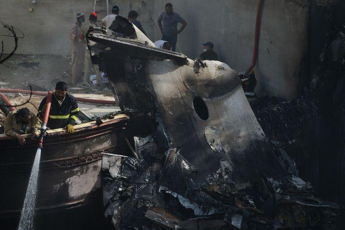 L'avion s'est écrasé vendredi sur un quartier résidentiel de Karachi, au Pakistan.
