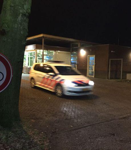 Autohandelaar stuurt brandbrief over overlast azc Overloon en binnen een paar dagen is een bewoner opgepakt