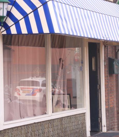 Vandalen vernielen ruit van Edes café, eigenaren doen aangifte