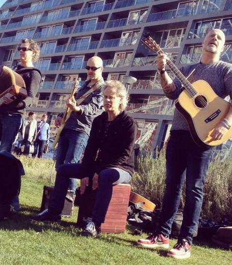 Bløf warmt op voor concert in Annabel met straatoptreden Rotterdam