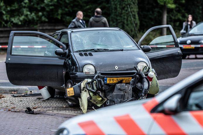 De auto en scooter na het incident in Terborg.